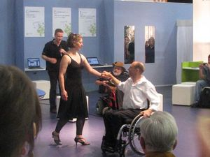 Man in wheelchair dancing with female dancer (photo: MyH)