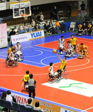 Wheelchair basketball game in action (photo: STB-1 / wikimedia)